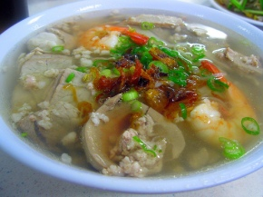 meat and shrimp with thin noodles