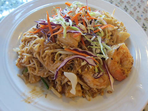 seafood pad thai at Bangkok Palace