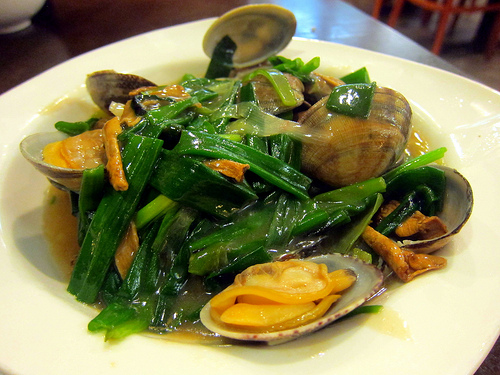 clams with green onions and ginger