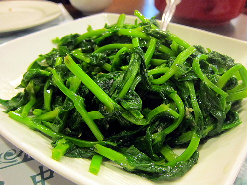 pea leaves in garlic sauce