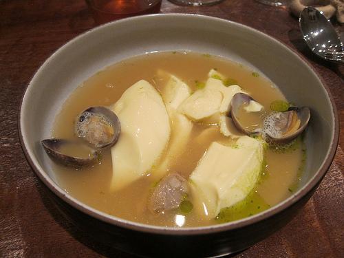 Anhui: tofu and clams