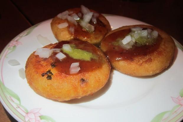 aloo-ki-tikki (potato pancake)