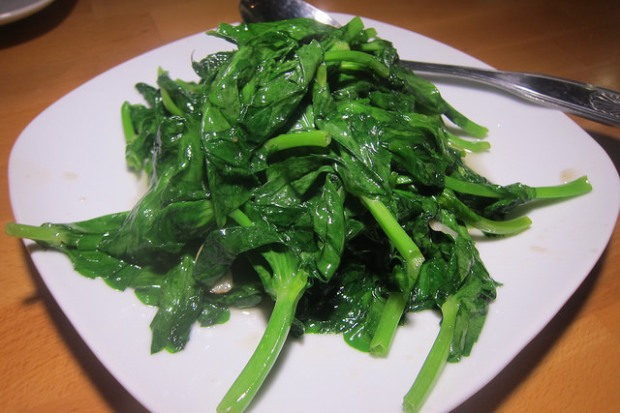 stir fried garlic pea pod leaves