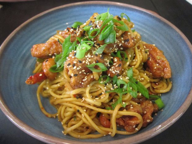 kung pao chicken noodles
