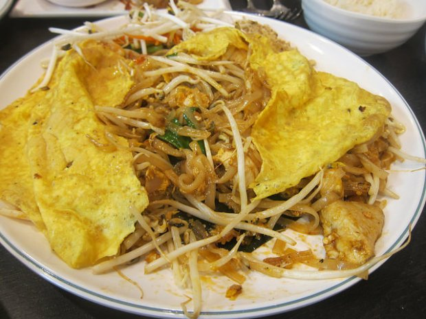 egg wrapped Pad Thai
